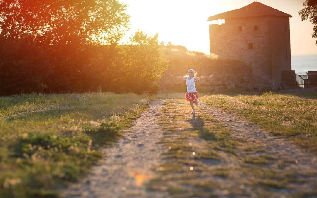 Jak zmiana miejsca wpływa na dzieci? Kilka sposobów na sprawną przeprowadzkę z dzieckiem
