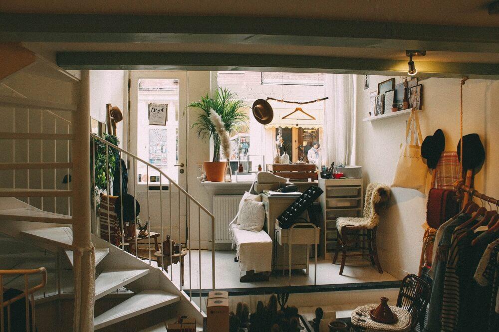 Przygotowania do przeprowadzki: jak spakować salon?