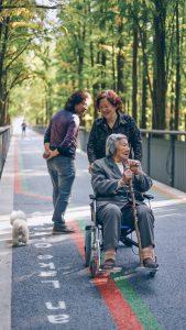 Jak zorganizować bezstresową przeprowadzkę ze starszymi osobami