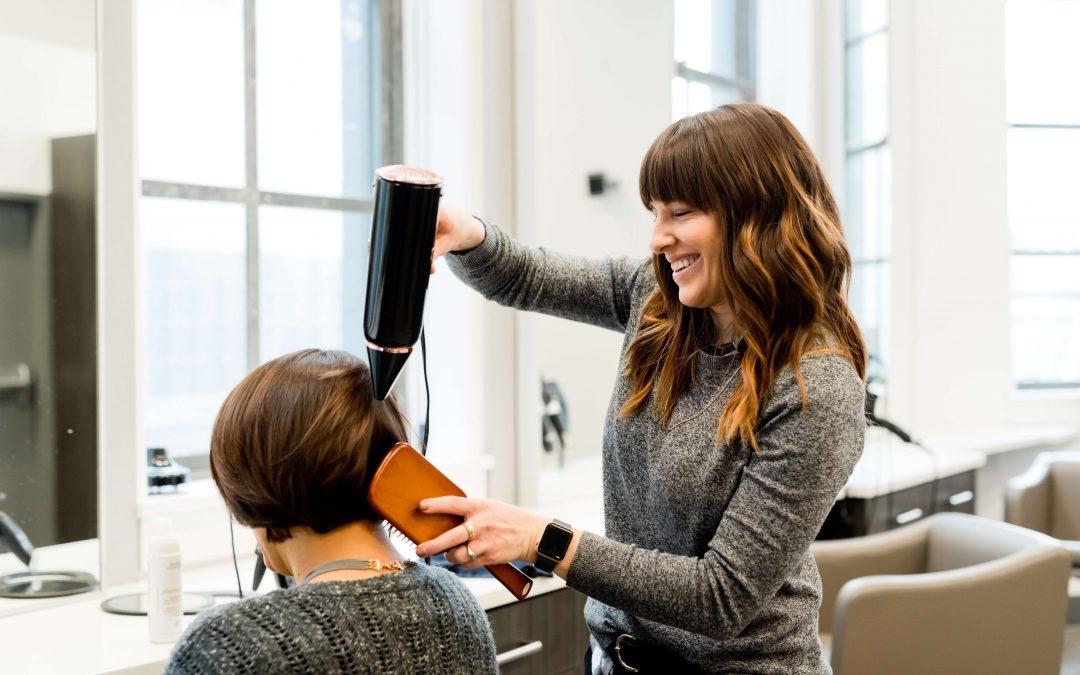 Co warto wiedzieć o przeprowadzce salonu kosmetycznego i fryzjerskiego? Praktyczny poradnik